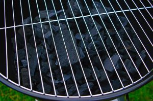 top grilling mistakes - oiling your grates
